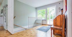 Fantastisk villa med sjöutsikt i Hässelby