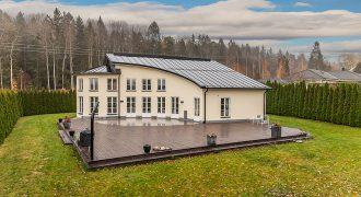 Mycket exklusiv Täbyvilla – Representativ och storslagen