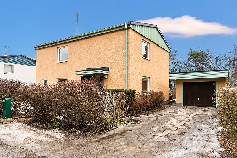 Välplanerad villa i Mälarhöjden