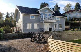 Klassisk & modern familjevilla i Stuvsta – Huddinge