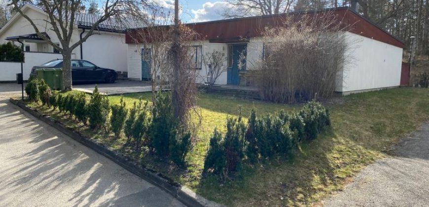 Välplanerat enplansvilla i Norsborg